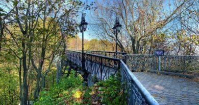 Парковий міст, або місце для закоханих