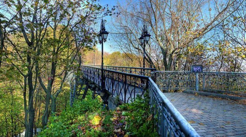 Парковый мост, или место для влюбленных