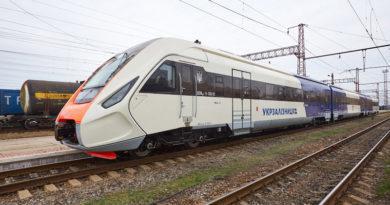 Новий поїзд українського виробництва зламався на шляху до Борисполя