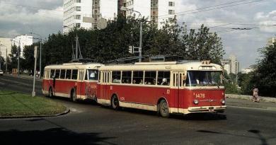 Київський тролейбусний потяг. Історія