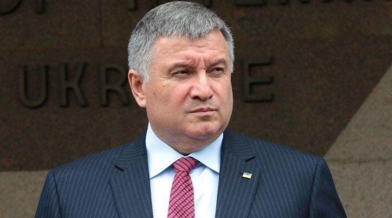 Аваков предупредил о возможности продления карантина до середины мая