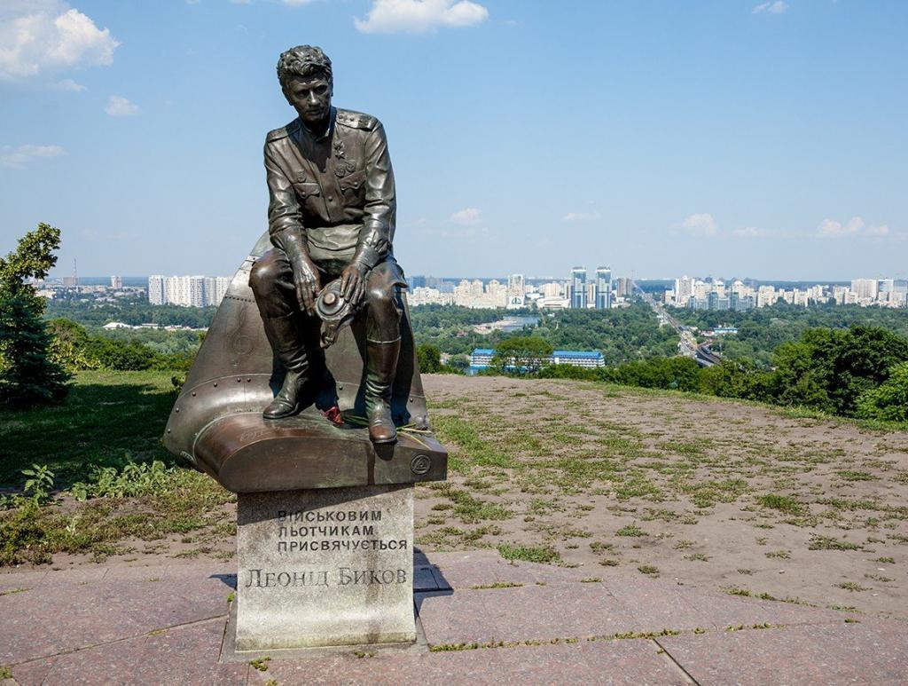 Пам'ятник Леоніду Бикову