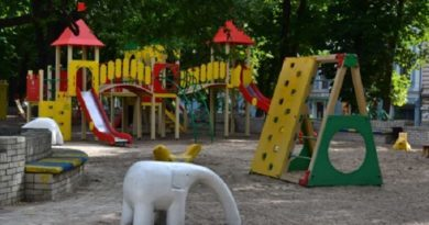 У столиці заборонили користуватися дитячими й спортивними майданчиками