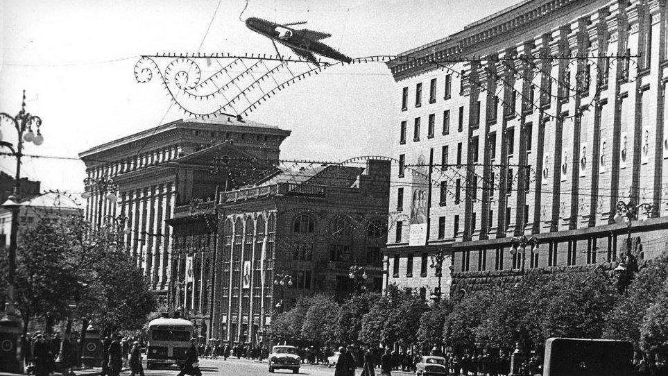 Здание бывшего банка в застройке возрожденного Крещатика. 1961 год