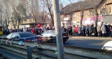 Кияни вимагають відкрити метро. Петиція