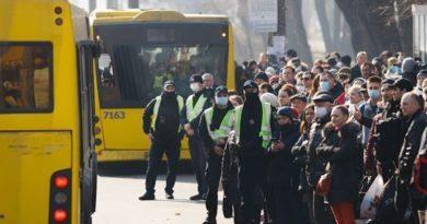 Кабмін дозволив на час карантину перевозити в громадському транспорті не 10 пасажирів, а 50% від кількості місць для сидіння. Документ