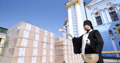 У Михайлівському Золотоверхому монастирі освятили 3000 пасок для українських воїнів