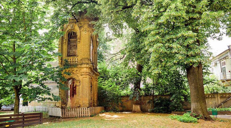 Загадочные развалины в секретном дворике на Бехтеревском переулке