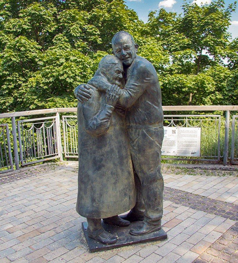 Пам'ятник «Вічна любов: Луїджі і Мокрина»