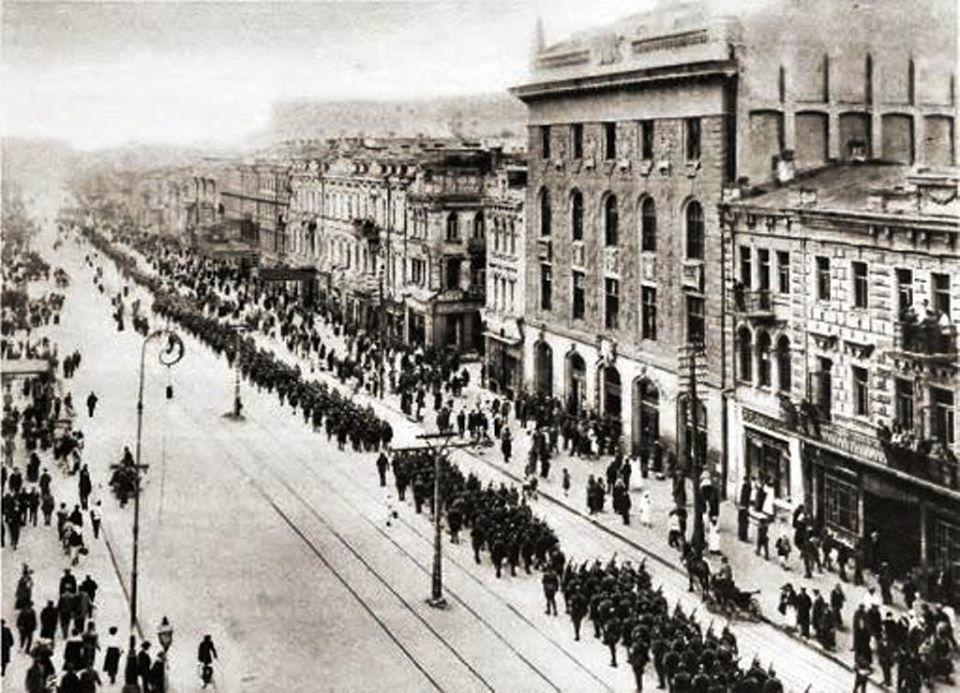 Парад победы поляков и украинцев на Крещатике 9 мая 1920 года