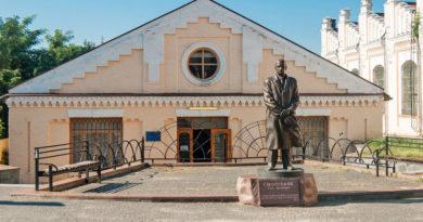 Пам'ятник Ігорю Сікорському в КПІ