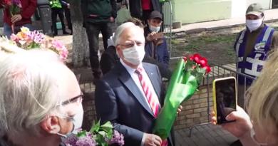 Симоненко з Леніним на грудях намагався пройти до парку Слави. Відео