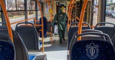 Громадський транспорт поки продовжить перевозити пасажирів за спецквитками - Кличко