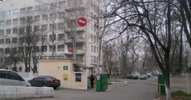 З вікна Київської лікарні №9 випала санітарка, жінка загинула на місці. Фото