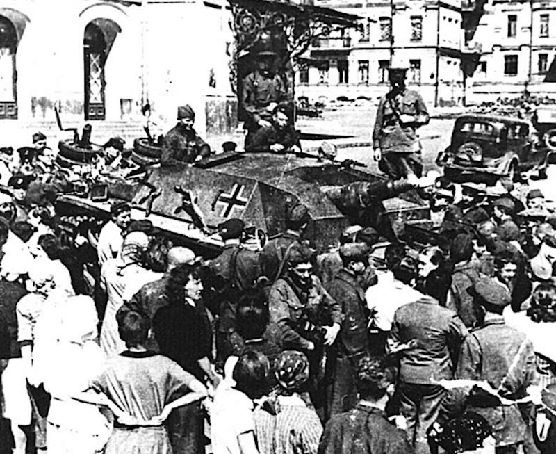 Київ бомбили. Як починалася війна
