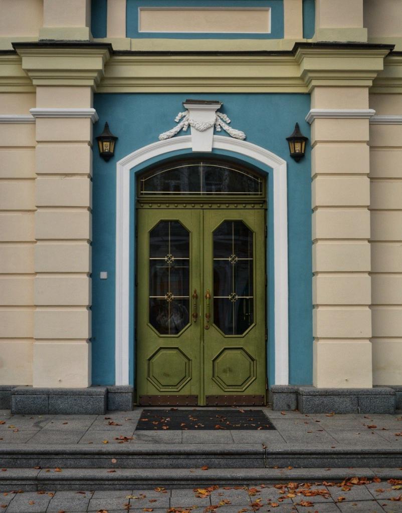 20 незвичайних дверей Києва