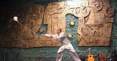 Київські чиновники знищили унікальне панно в кінотеатрі Краків на Русанівці