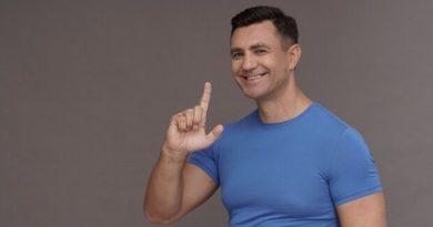 Микола Тищенко почав задобрювати столичних виборців наповненням пісочниць. Фото