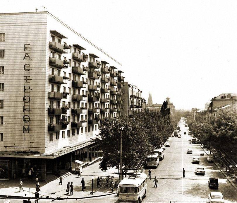 Київський цирк на розі Великої Васильківської та Саксаганського