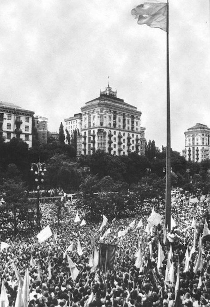 Как над Киевсоветом в 1990 году впервые был поднят сине-желтый флаг