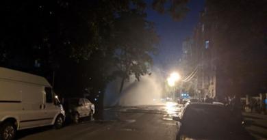 У Києві знову прорвало трубу: фонтан бив на 10 метрів. Фото та відео