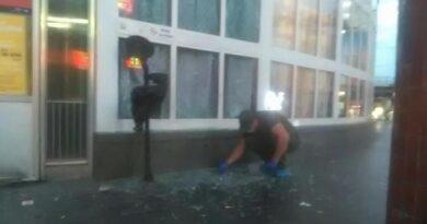 Біля входу до столичного метро стався вибух, постраждалий у важкому стані. Фото та відео