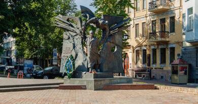 Памятник Черноволу