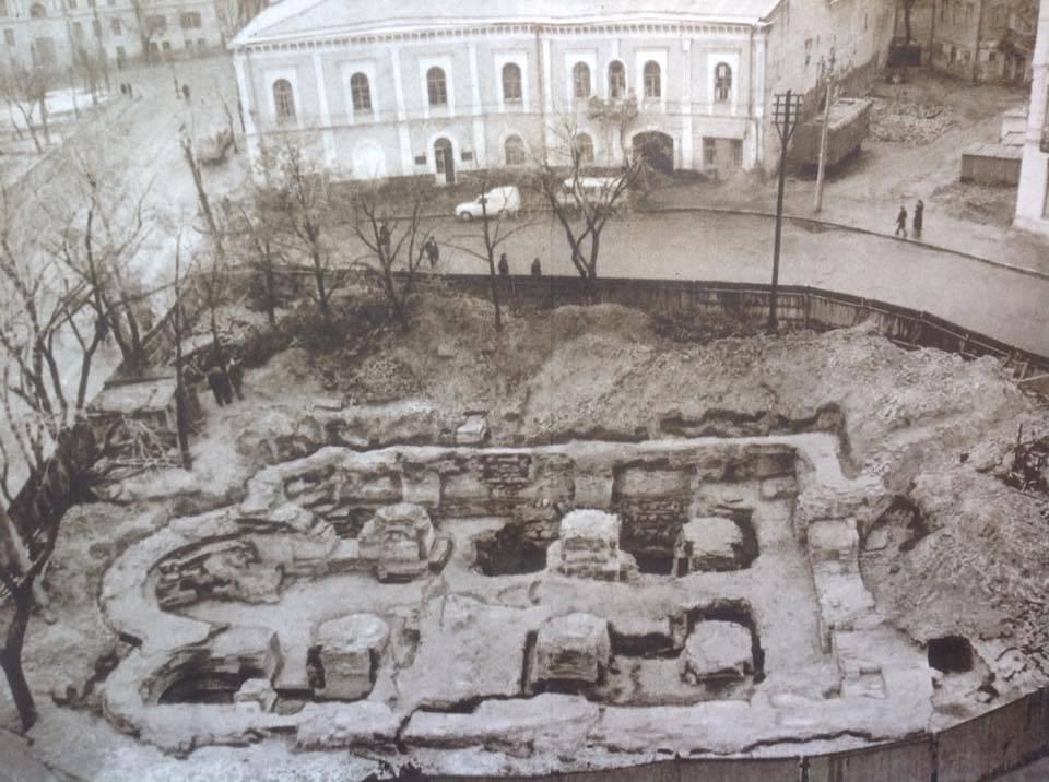 Церковь Успения Богородицы Пирогощи.