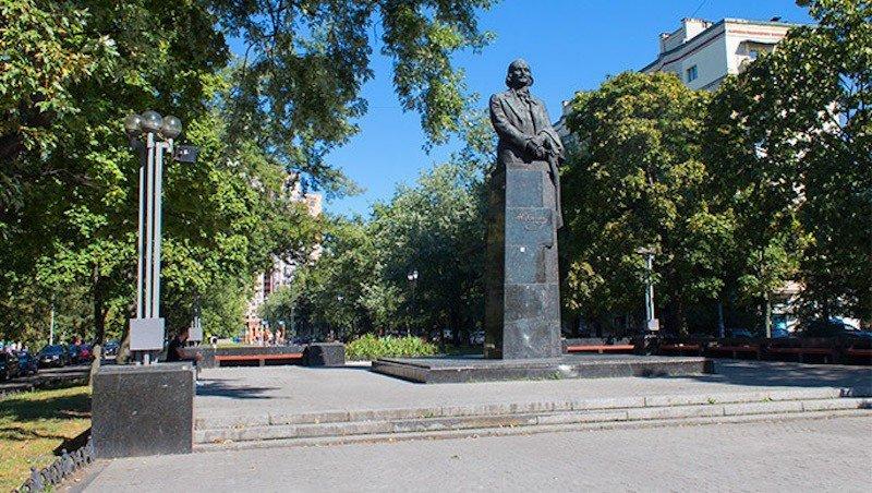 Пам'ятник Гоголю