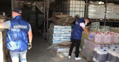 Двоє киян виготовляли та продавали миючі засоби з соляною кислотою, - кіберполіція. Фото