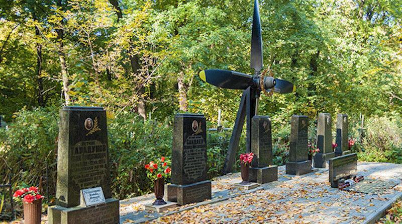 Мемориал летчикам 86 авиаотряда, погибшим над аэропортом Жуляны
