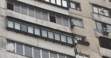 Жахлива трагедія у столиці, з 12 поверху випав 7-річний хлопчик. Фото та відео