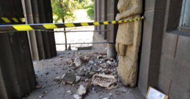 Національний Художній Музей України тимчасово зупинив роботу у зв'язку з обвалом портику. Фото