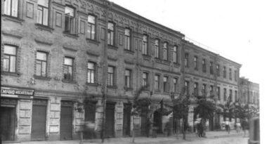 Будинок, в якому жив недолугий художник Нижній вал, 23