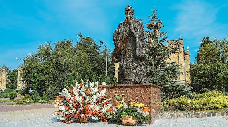 Пам'ятник Конфуцію