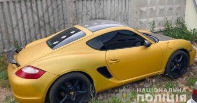 На Дарниці чоловік, прикинувшись власником, вкрав Porsche