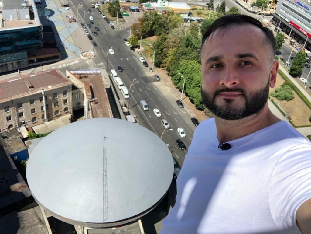 До дня народження відомого архітектора Флоріана Юрєва волонтери відреставрували дах культової тарілки на Либідській 02