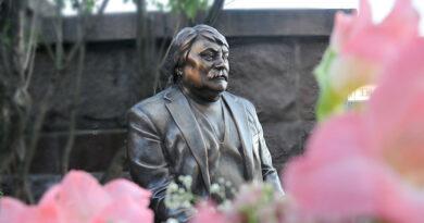 Пам'ятник Миколі Мозговому