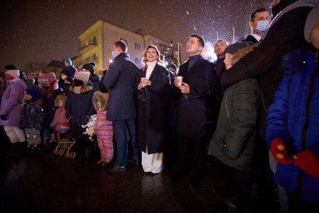 Президент Украины открыл новогодний городок, который установили под Офисом президента. Фото