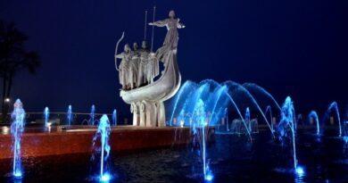 Біля пам'ятника засновникам Києва завершили ремонт фонтану. Фото та відео