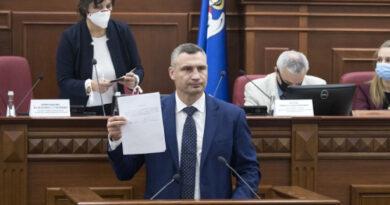 С нарушениями масочного режима Киевсовет провела первое заседание, Кличко принял присягу мэра