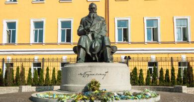 памятник грушевскому