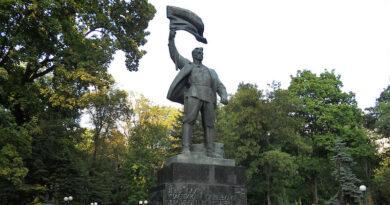 З історії київських пам'ятників - пам'ятник учасникам січневого повстання 1918 року.