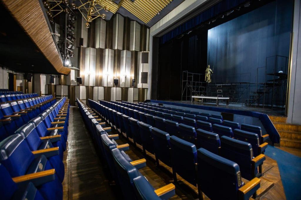 Киевский академический театр драмы и комедии на левом берегу Днепра. История
