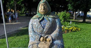 Art Київ - Бабуся класична у парку Шевченка.