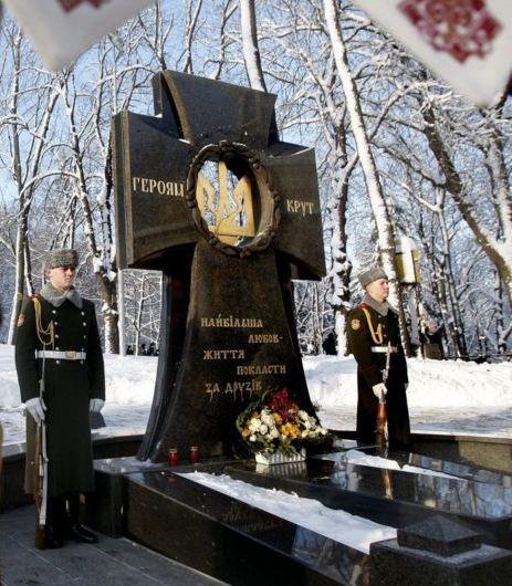 """Памятник """"Героям Крут"""" на Аскольдовой могиле"""