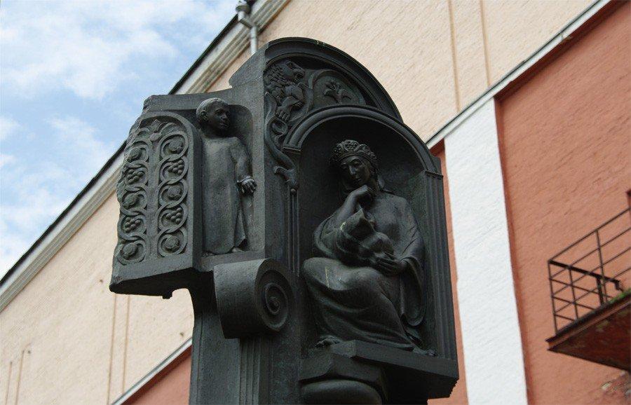 Памятник Сергею Параджанову