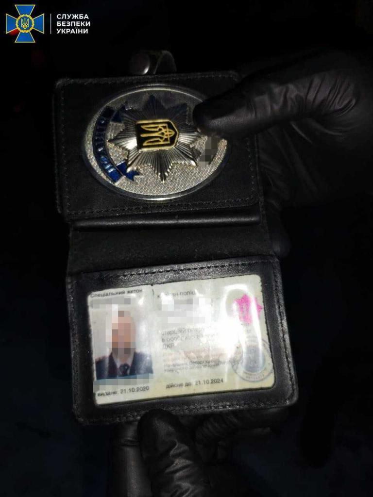 В Киеве задержали полицейского, который требовал 10 000 долларов США за закрытие уголовного производства.  фото