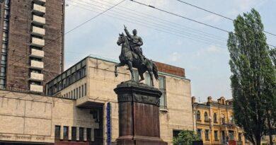 Памятник Щорсу