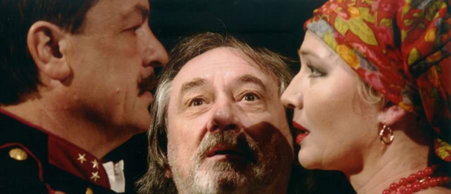 Богдан Ступка (в центре) - главный режиссер театра с 2001 года.